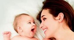 da-li-beba-pokazuje-ljubav