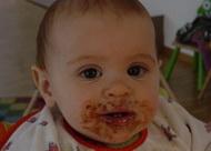 Bebe_se_hrane_eerom_i_mastima_-_roditelji_u_neznanju