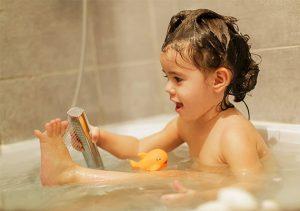 samostalno-kupanje-deteta