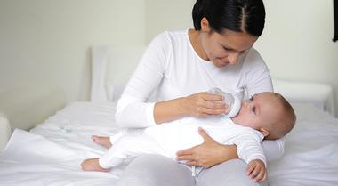 Novi trend-majčino mleko i flašice
