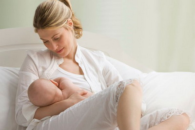 Da li majčina ishrana utiče na pojavu grčeva kod dojene bebe?